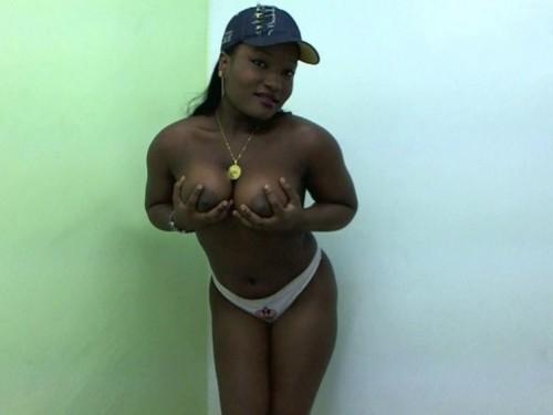 Dicke Titten Negerschlampe vor der Sexcam
